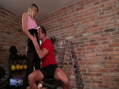 Sexy slut babe like doggy style in gym room