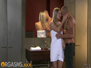 Romantic bathroom fuck with hot blonde