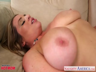 Voluptuous blonde mom Maggie Green gives titjob
