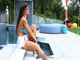 Lisa Ann being invaded by the pool