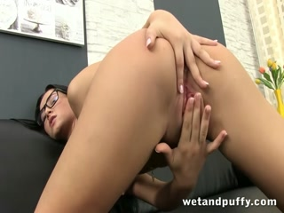 Hot babe with glasses playing with her puffy pussy - HD Video   Pornbraze.com