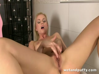 Sexy blonde girl pleasing her smooth cherry - HD Video | Pornbraze.com