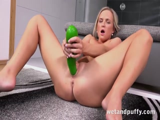Czech darling Vinna Reed plays with her pussy - HD Film   Pornbraze.com