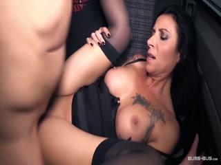 BumsBus - Deutscher Porno mit reifer Lady Paris mit dicken Titten